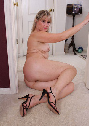 hot wife pics nude at home